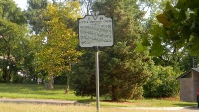 Little Hunting Creek Marker in the parking area of Riverside Park near the Mount Vernon Biker Trail image. Click for full size.