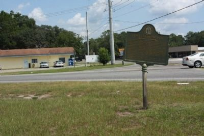 Old River Road Marker missing . Fort Barrington 12 mi. remains image. Click for full size.