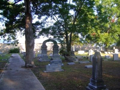 Old Columbia Cemetery image. Click for full size.