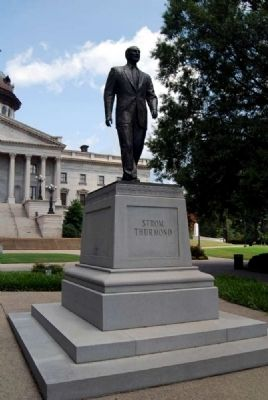 Strom Thurmond Statue image. Click for full size.