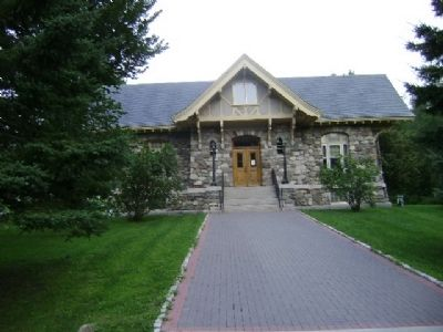 Carver Memorial Library image. Click for full size.