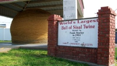 World's Largest Ball of Sisal Twine Marker image. Click for full size.