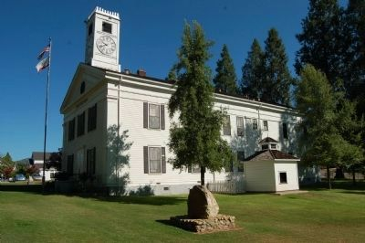 Mariposa County Courthouse and Marker image. Click for full size.