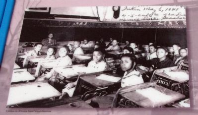 Marker Photo - - Division Street Classroom image. Click for full size.