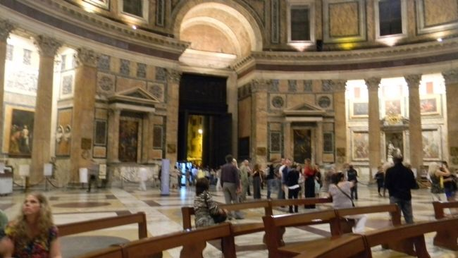 Pantheon interior image. Click for full size.