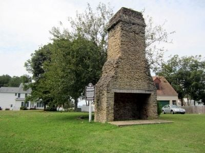 Powhatan's Chimney (front) image. Click for full size.