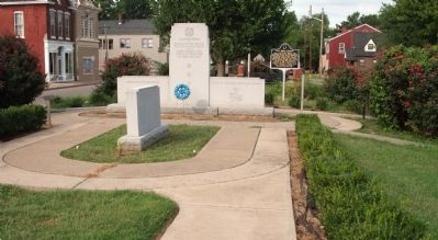 Center Memorial - - Korean Conflict Honor Roll - Floyd County Marker image. Click for full size.