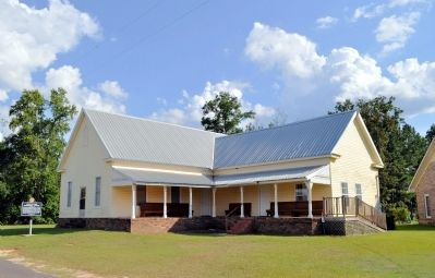 Sowhatchee Elementary School Building and Marker image. Click for full size.