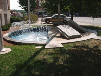 Left View - - Honor Roll Memorial Fountain image. Click for full size.