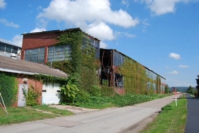 Former Pittsburgh Plate Glass Ford City Works image. Click for full size.