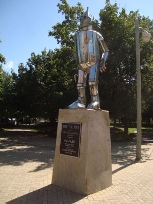 The Tin Man Statue in Oz Park image. Click for full size.