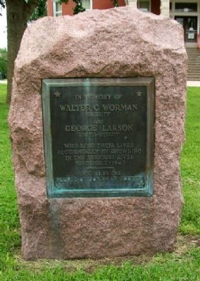 Worman and Larson Memorial image. Click for full size.