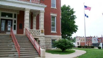 Doniphan County Courthouse and Marker image. Click for full size.
