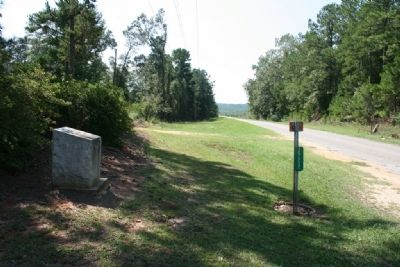 Old Federal Road Marker (South Bound View) image. Click for full size.