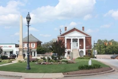 Edgefield County Courthouse and Memorial Park at Courthouse Square image. Click for full size.