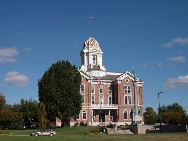 Posey County Courthouse - - Mount Vernon, Indiana -and- Soldiers and Sailors Memorial image. Click for full size.