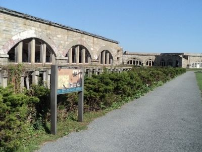 Marker in Fort Adams image. Click for full size.
