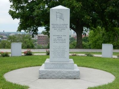 Iowa Revolutionary War Monument and circle of States image. Click for full size.