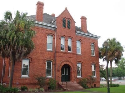 Old Calhoun County Courthouse, Blountstown, Florida image. Click for full size.