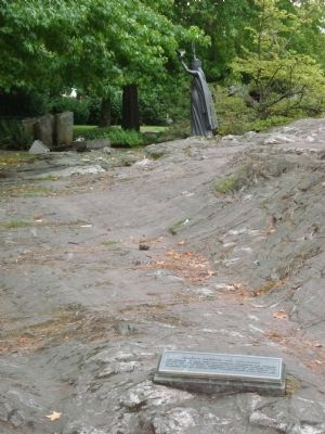 Glacial Striations near the Mackenzie Papineau Battalion Monument image. Click for full size.