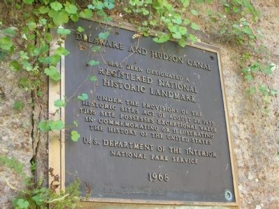 Delaware and Hudson Canal Plaque image. Click for full size.