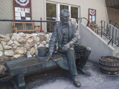 The Lincoln statue outside the Rushmore-Borglum Center. image. Click for full size.
