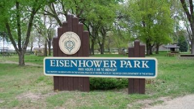 Eisenhower Park Sign image. Click for full size.