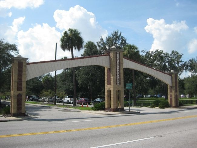Macfarlane Park Archway image. Click for full size.