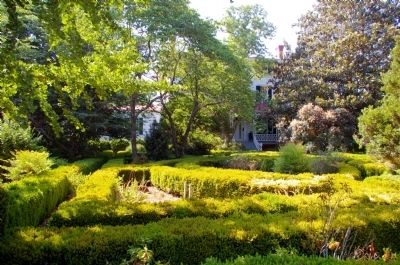 Boxwood Gardens image. Click for full size.
