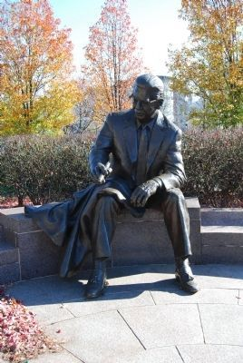 Art Rooney Statue image. Click for full size.