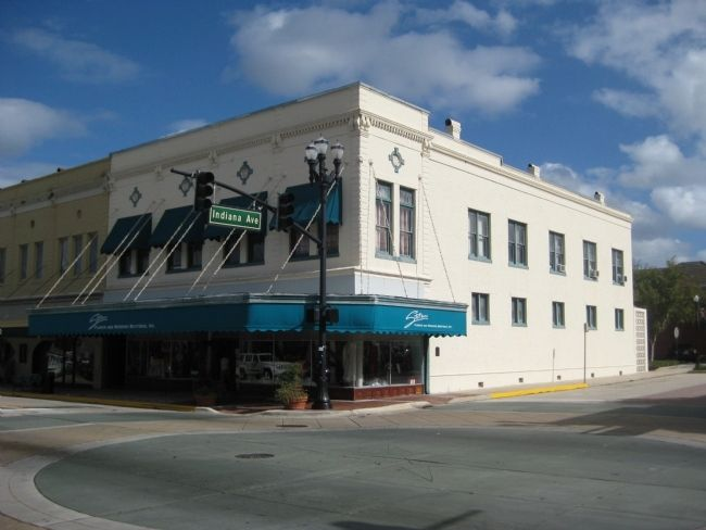 Site of DeLand's First Public Building image. Click for full size.