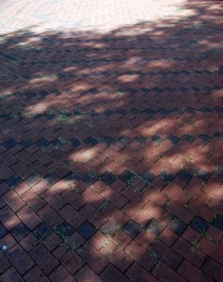 Holy Cross Episcopal Church Labyrinth Brickwork image. Click for full size.