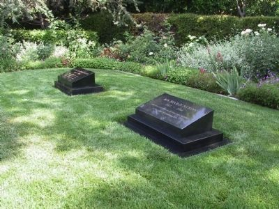 Burial Site of Richard and Pat Nixon. image. Click for full size.