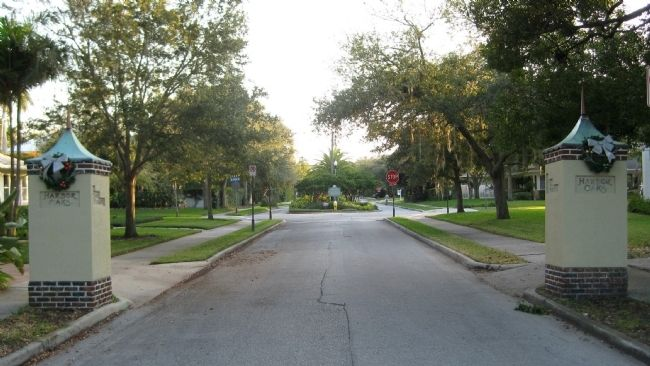 Harbor Oaks Neighborhood Entrance image. Click for full size.