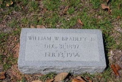 William W. Bradley, Jr. Tombstone image. Click for full size.