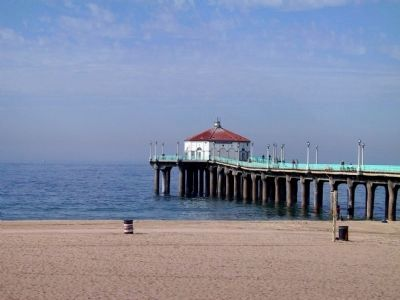 Manhattan Beach State Pier and Roundhouse image. Click for full size.
