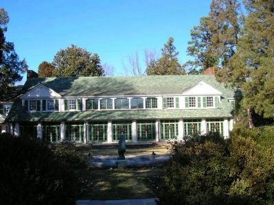 Reynolda House (center) image. Click for full size.