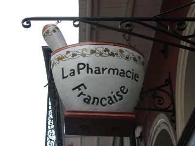 La Pharmacie Franchaise Sign image. Click for full size.