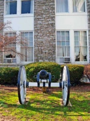 Cannon in front of the Municipal Building image. Click for full size.