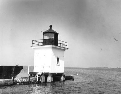 Cape Vincent Breakwater Lighthouse image. Click for full size.