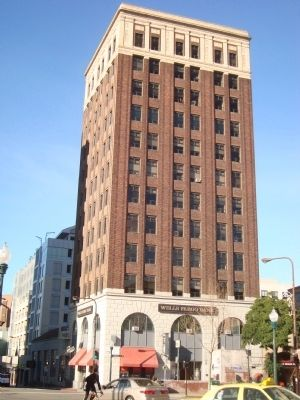 Chamber of Commerce/Wells Fargo Bank Building image. Click for full size.