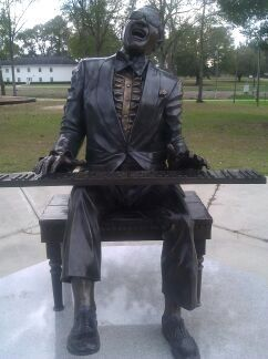 Ray Charles Memorial Statue image. Click for full size.