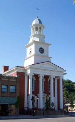 Historic Mifflin County Courthouse image. Click for full size.
