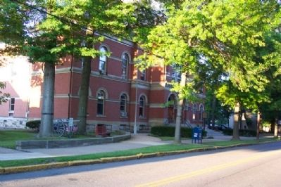 Huntingdon County Courthouse and Marker image. Click for full size.