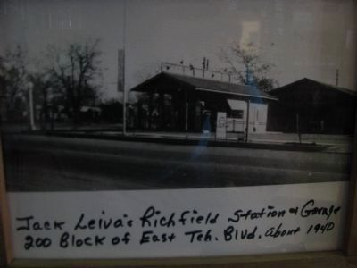 Former Richfield Service Station image. Click for full size.