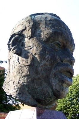 Paul Robeson Bust image. Click for full size.