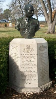 General Roscoe Robinson Jr. Monument image. Click for full size.