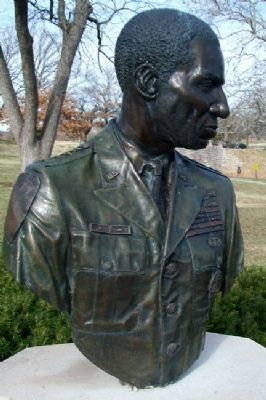 General Roscoe Robinson Jr. Bust image. Click for full size.