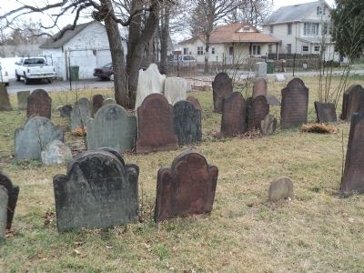 Graves in Piscatawaytown Burial Ground image. Click for full size.