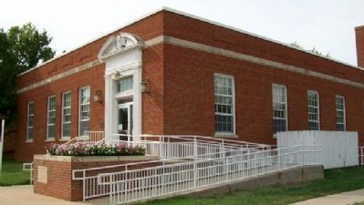Lindsborg Post Office and Marker image. Click for full size.